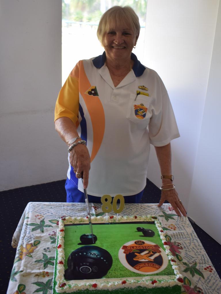Gladstone Bowls Club president Lori Miller cuts the cake