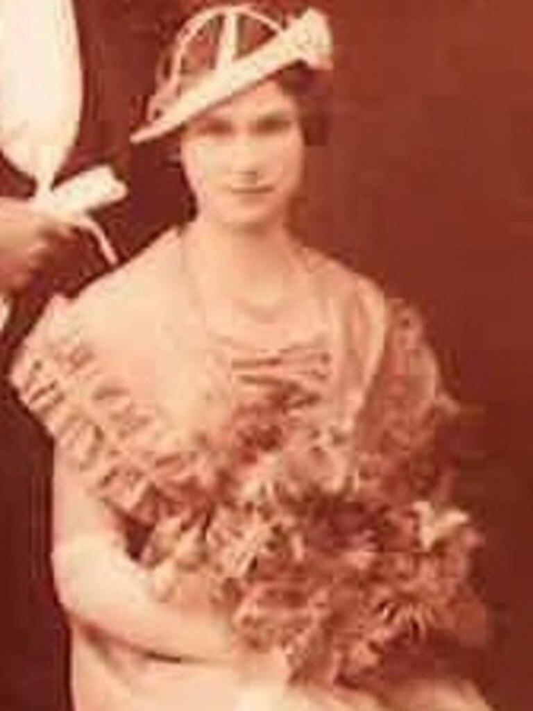 Laura Osborn as a bridesmaid at her sister Eva's wedding to Eric Hubner.