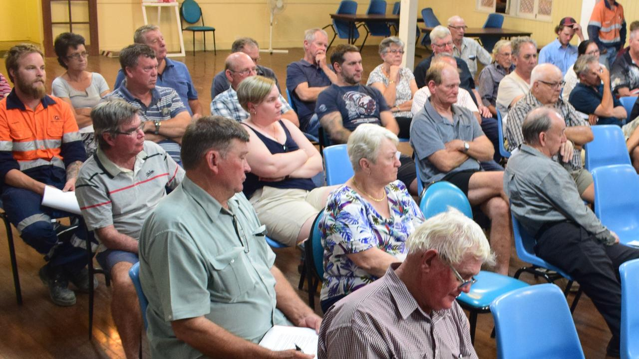 Caves residents and other volunteer firefighters meet with QFS and Livingstone Shire councillors on Wednesday evening