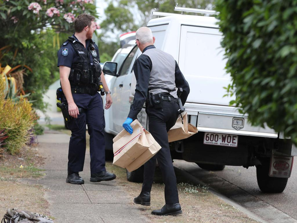 Police at the scene of the incident in Sunnybank Hills. Picture: Peter Wallis