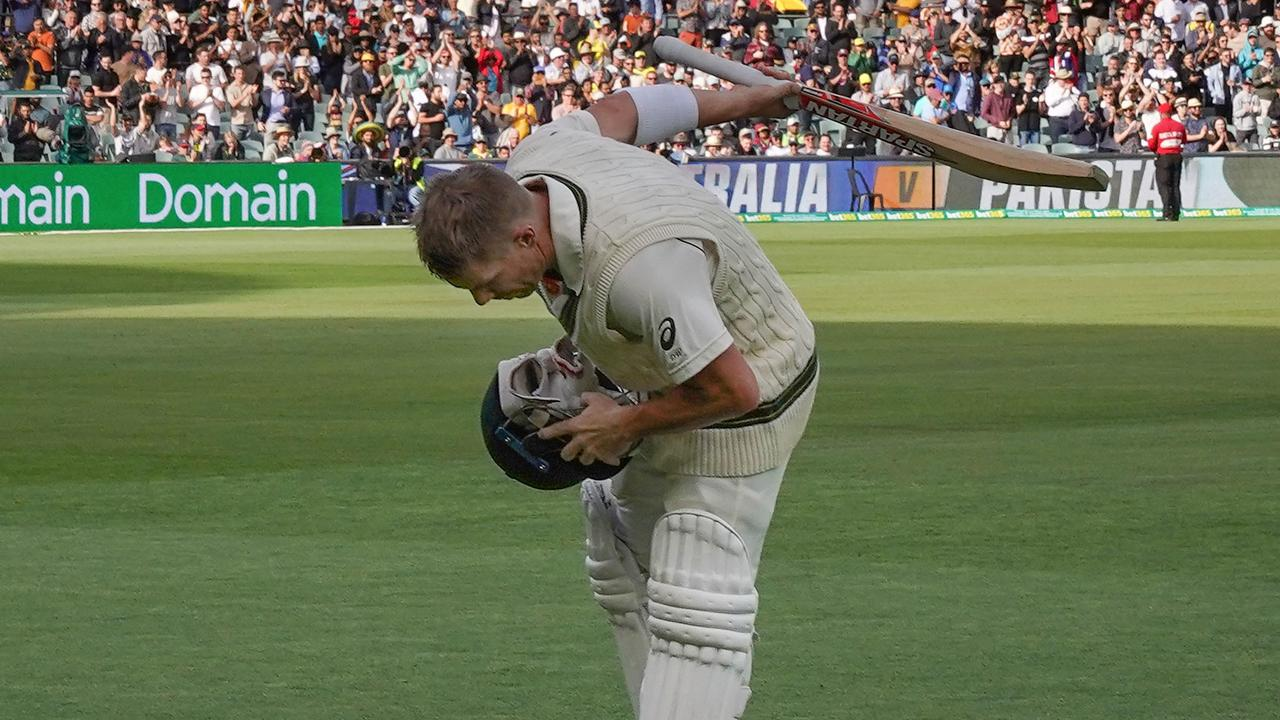 David Warner of Australia bows as he leaves the field unbeaten on 335 not out during day two of the second Test Match between Australia and Pakistan at Adelaide Oval in Adelaide, Saturday, November 30, 2019. (AAP Image/Scott Barbour) NO ARCHIVING, EDITORIAL USE ONLY, IMAGES TO BE USED FOR NEWS REPORTING PURPOSES ONLY, NO COMMERCIAL USE WHATSOEVER, NO USE IN BOOKS WITHOUT PRIOR WRITTEN CONSENT FRO