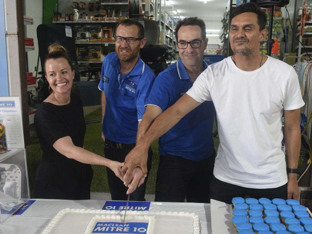 Mitre 10 Maclean owners Shaun Johnson and Jason Southwell cut the cake with The Block contestant Deb and Andy to officially launch the the Mitre 10 Maclean grand opening on Saturday, 30th November, 2019.