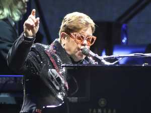Hundreds of Elton fans turned away over dodgy tickets
