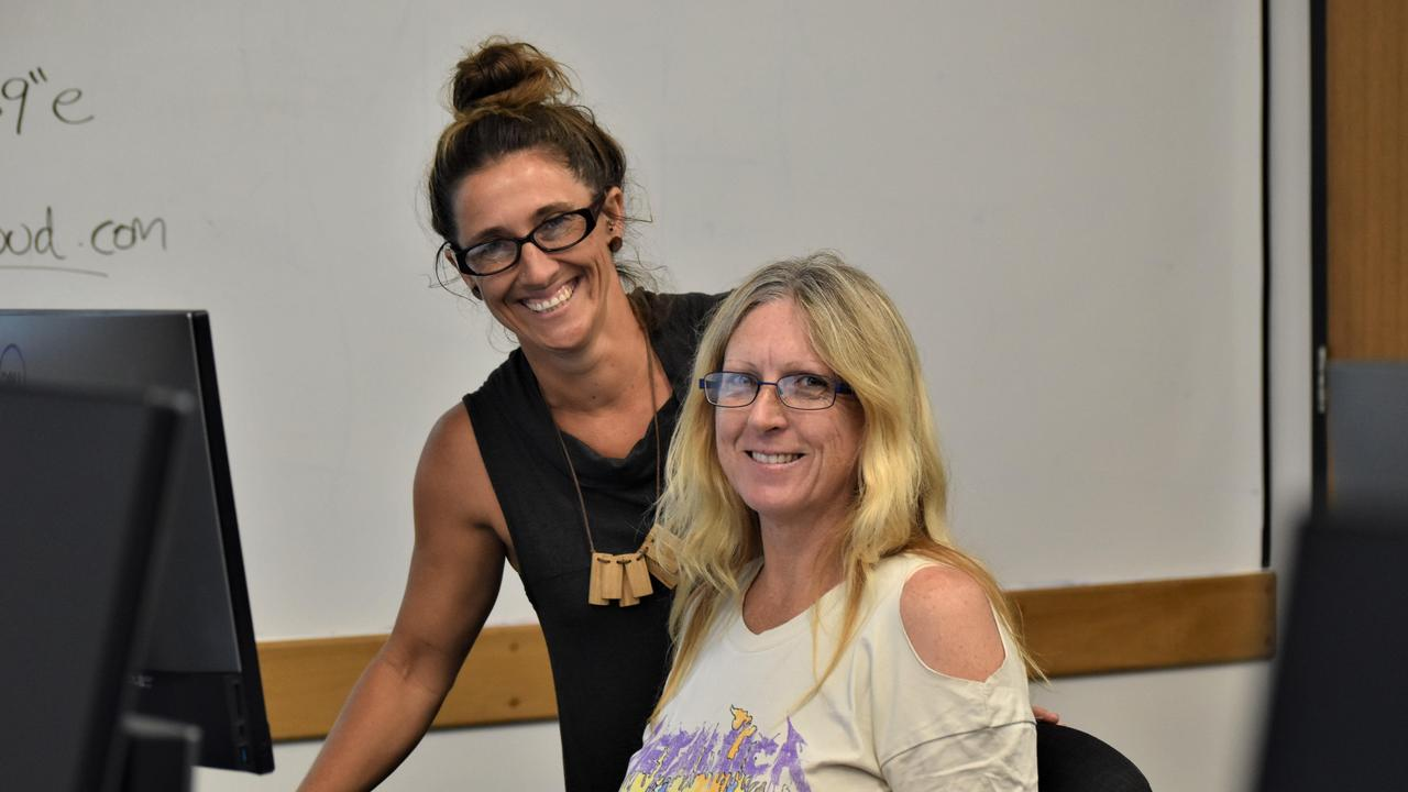 USC adviser Liz Davison with prospective adult student Carolyn O'Donnell at a recent University Skills for You course.