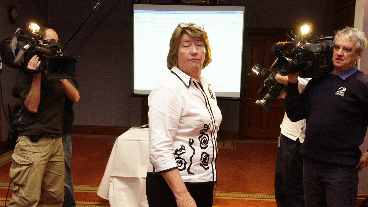 (FILE) Di Thorley concedes at a press conference held at City Hall. date 29 July 2006 photo Scott Fletcher