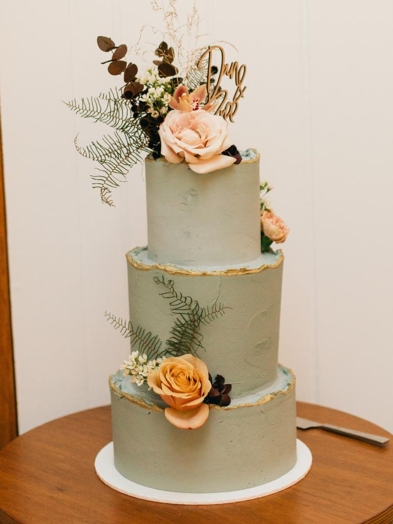 Trim: Bree Forbes and Daniel Kelly's cake, photography: Figtree Pictures