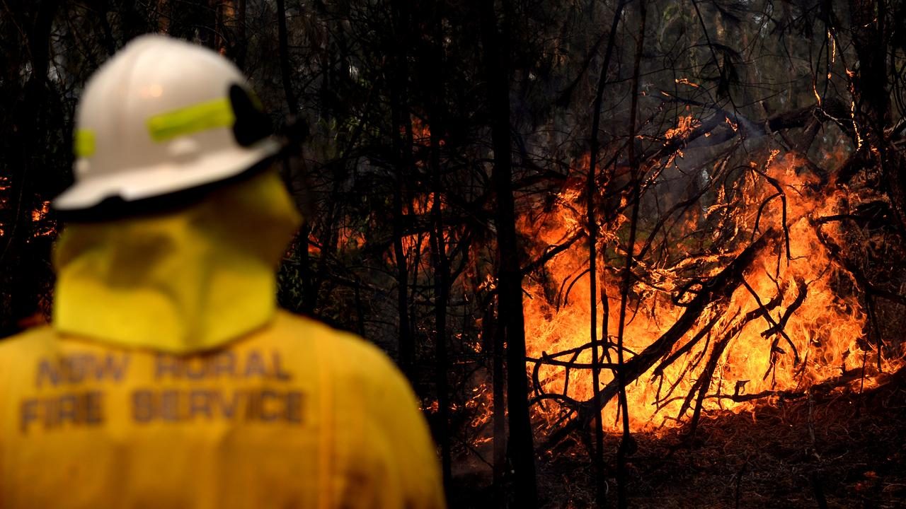 Back-burns and containment lines were the focus over the weekend before hot temperatures and severe fire danger ratings. Picture: Jeremy Piper/AAP