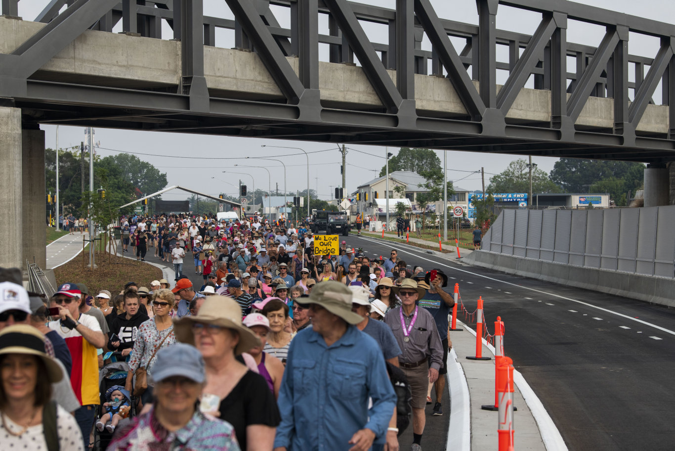 Grafton showed exactly what they thought of their long awaited second bridge when thousands turned out to walk across it yesterday. There was even a sign just to make sure.