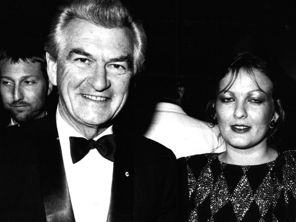 The late Bob Hawke with daughter Rosslyn Dillon at the Cats premiere in Sydney in 1985.