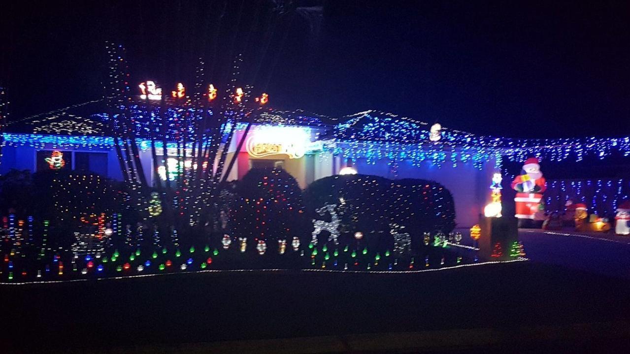 Birkdale Christmas Tree Lighting 2021 Christmas Lights 2019 Best Displays Around Noosa Morning Bulletin