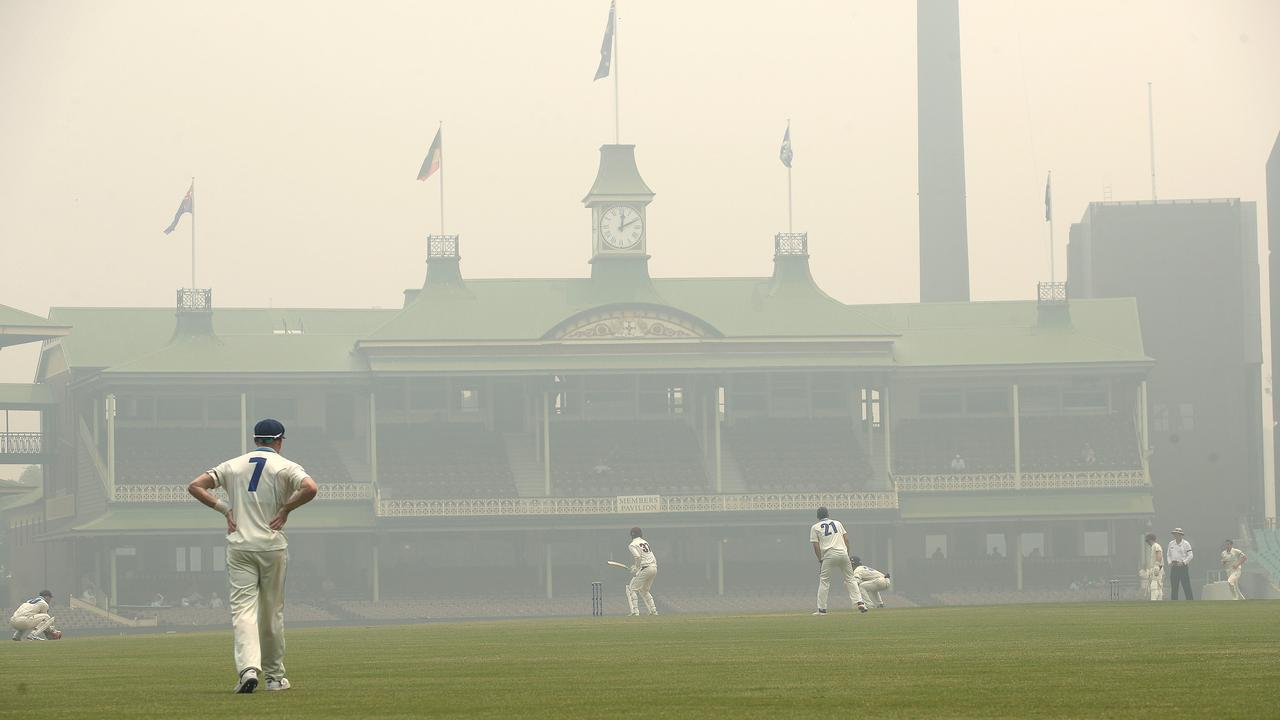 Sydney or Delhi? Smoke blankets the Sydney Cricket Ground. Picture. Phil Hillyard