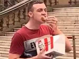 'Hungry' man eats KFC at vegan protest