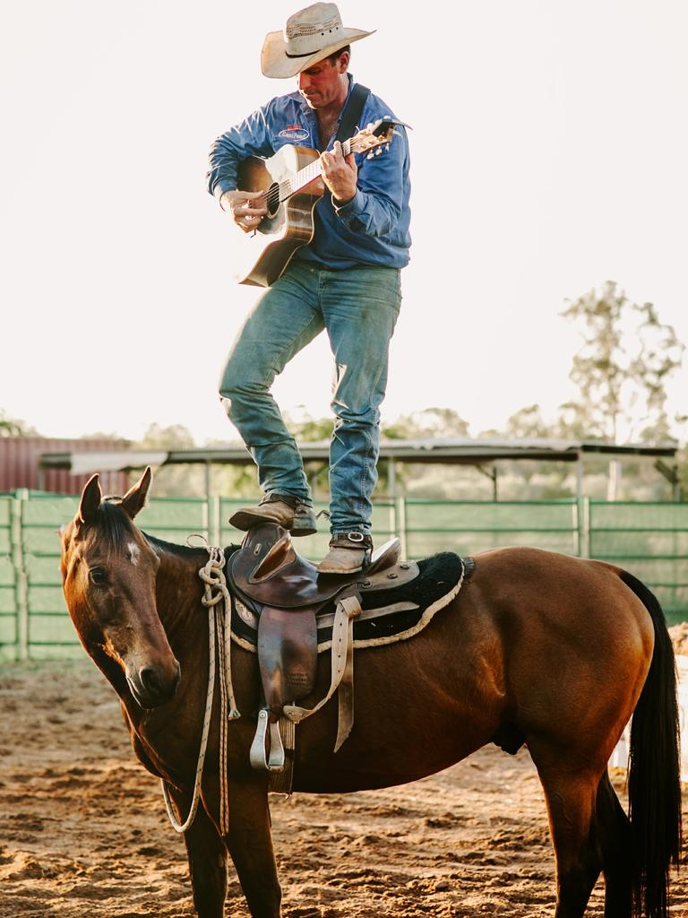 Country music singer-songwriter Tom Curtain's 'We're Still Here tour will feature horse and working dog demonstrations. Photo: Edwina Robertson Photography