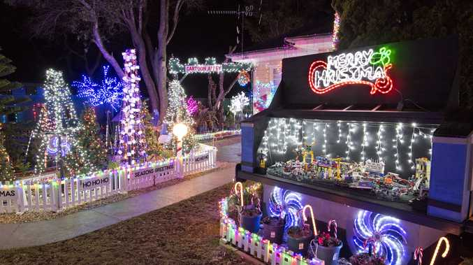 Santa stop here: Christmas light map