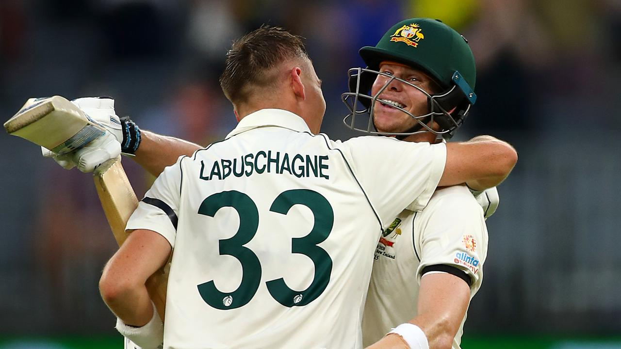 Ricky Ponting believes Marnus Labuschagne's strong bond with Steve Smith is a sign of a good team.