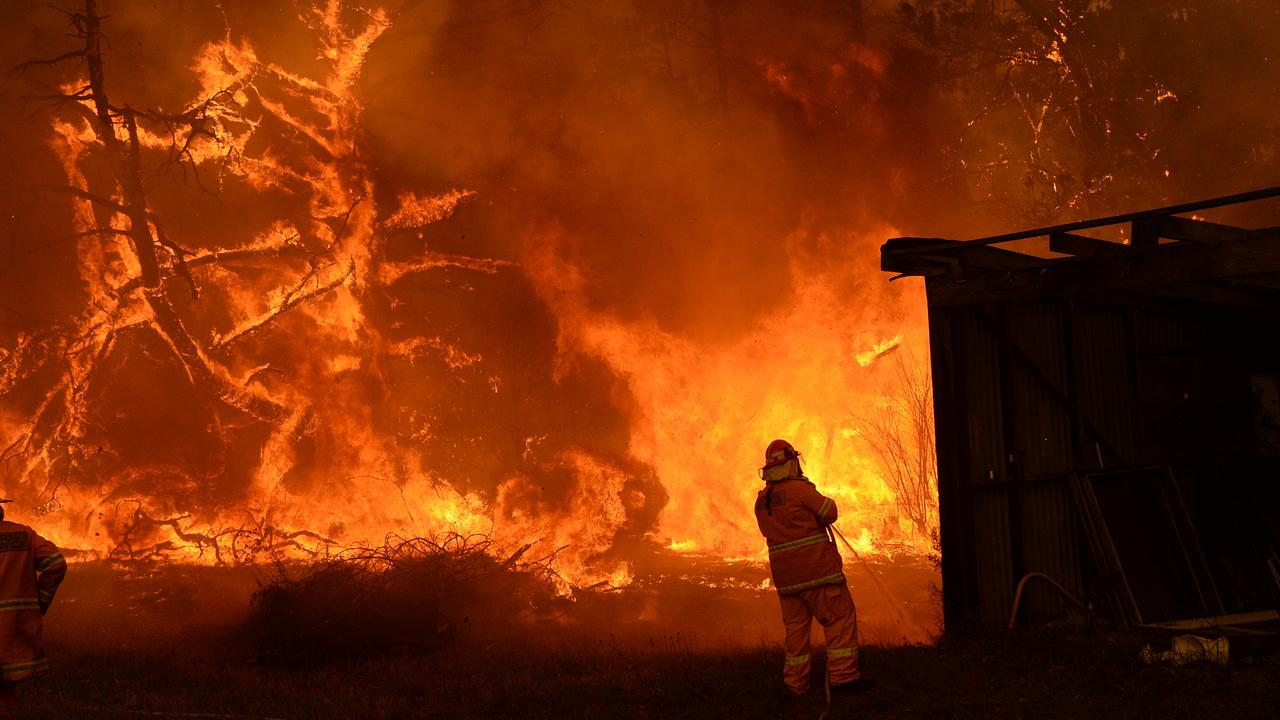 The flames approaches a property in Bilpin. Picture: Jeremy Piper