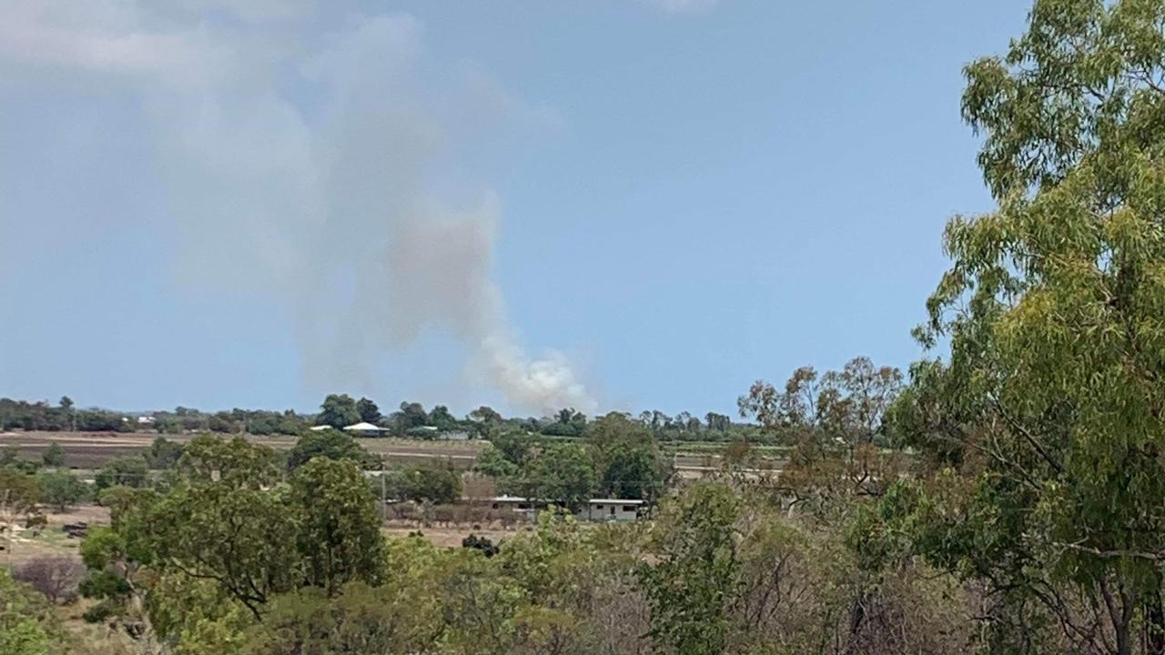 Fire crews are responding to a grassfire on Kelsey Rd in Bowen.