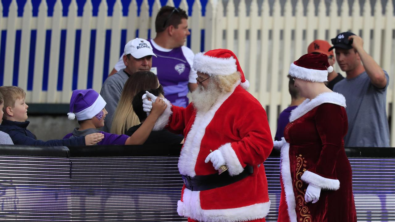 Christmas visitors during the Big Bash League (BBL) T20 match between the Hobart Hurricanes and the Melbourne Renegades at Blundstone Arena in Hobart, Thursday, December 21, 2017. (AAP Image/Rob Blakers)