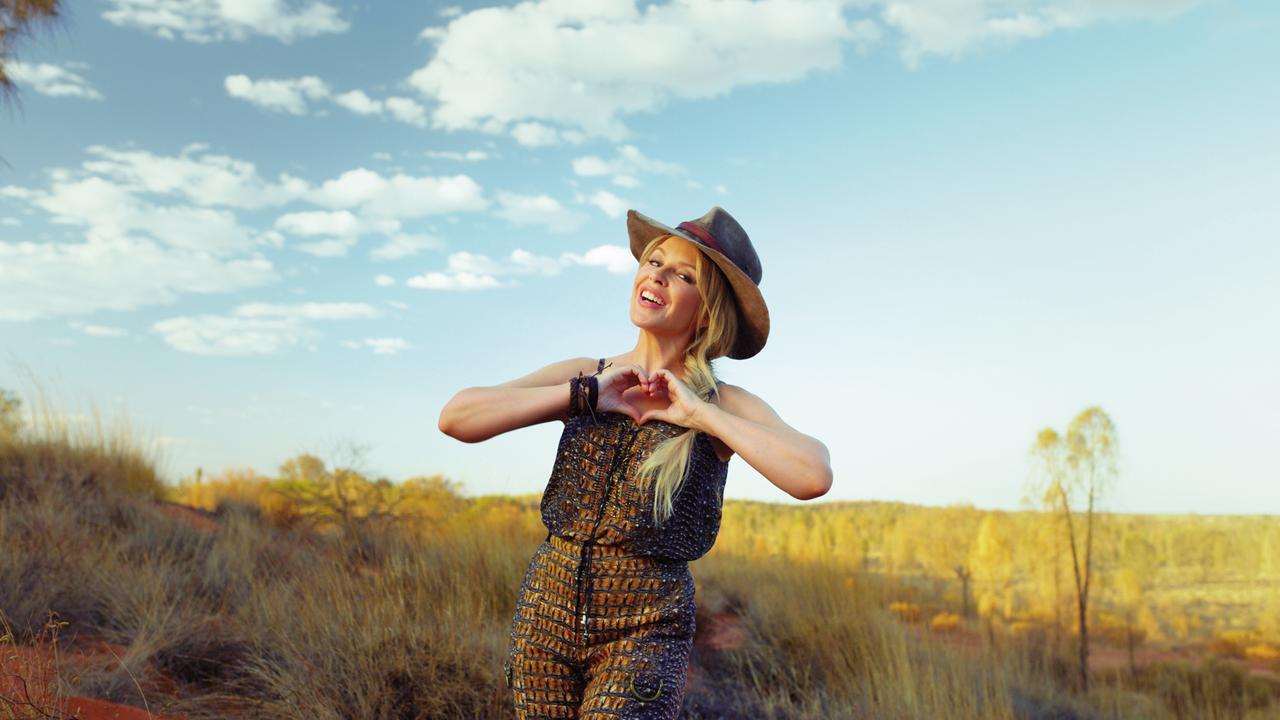 Kylie Minogue in Crocodile Dundee-inspired fashion at Uluru. Pic: Tourism Australia