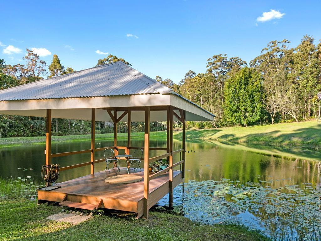 Kiamba Estate also has its own private lake.