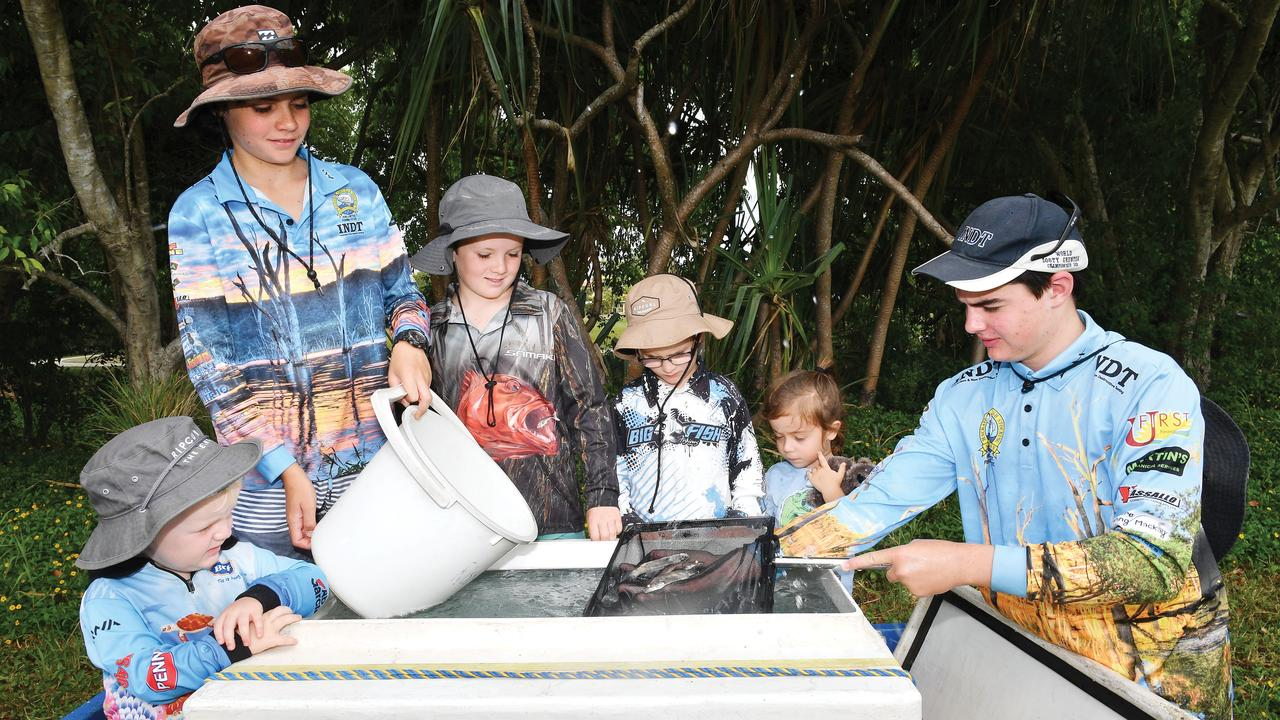 Ned Pertsch, 2, Balin Tweedle, 13, Flynn Pertsch, 9, Toby, Pertsch, 6, Demi Pace, 4, and Oscar Tweedle, 14, prepare to put Barramundi fingerlings into the Mackay Gooseponds. Picture: Tony Martin