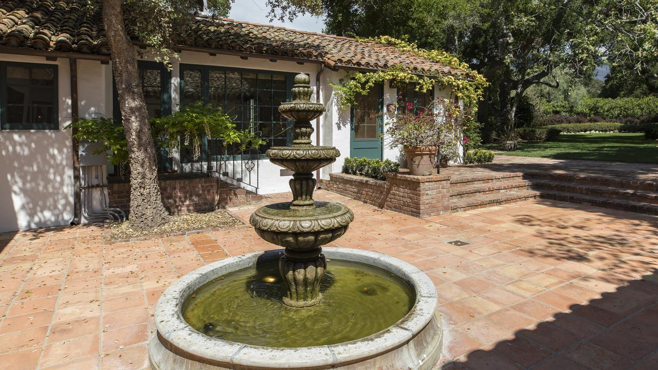 The LA home that Oprah Winfrey bought from Jeff Bridges. Photo Credit: Elevated Horizon courtesy of Coldwell Banker