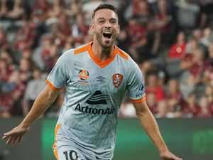 Inman strikes again as Roar beat Wanderers