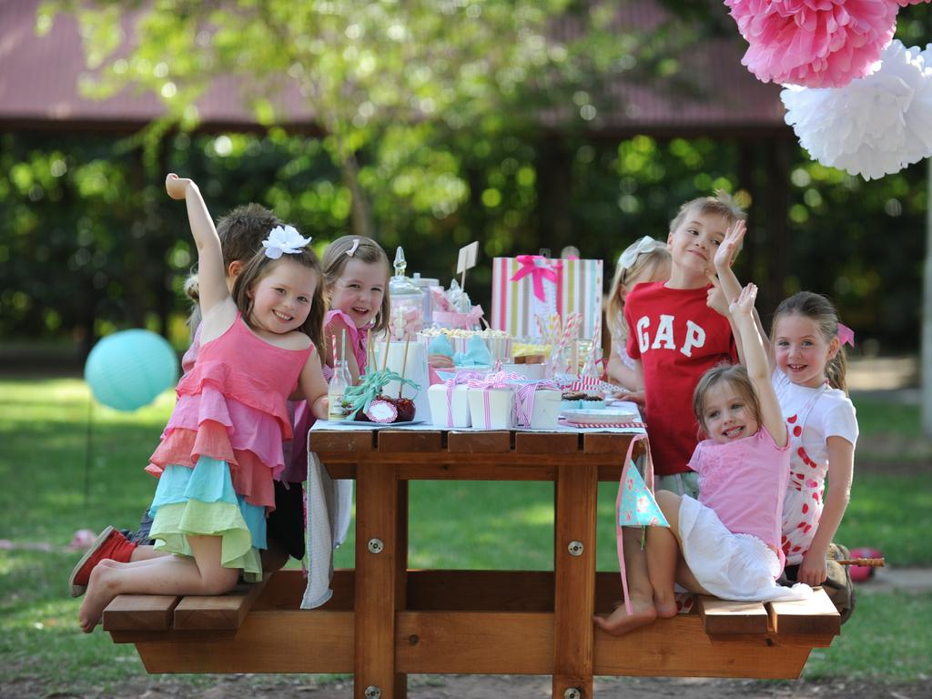 Children's birthday party ideas: Picnic kid's party with gelati themed colours.