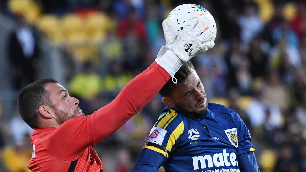 Wellington goalkeeper Stefan Marinovic claims the ball abover Mariners forward Jordan Murray. Picture: AAP