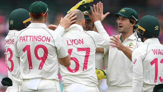Nathan Lyon of Australia celebrates with teammates after taking the wicket of Tom Blundell of New Zealand on day 3 of the third Test Match between Australia and New Zealand at the SCG in Sydney, Sunday, January 5, 2020. (AAP Image/Dan Himbrechts) NO ARCHIVING, EDITORIAL USE ONLY, IMAGES TO BE USED FOR NEWS REPORTING PURPOSES ONLY, NO COMMERCIAL USE WHATSOEVER, NO USE IN BOOKS WITHOUT PRIOR WRITTE