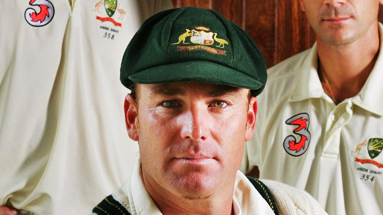 Shane Warne will put his baggy green up for auction to help bushfire victims.