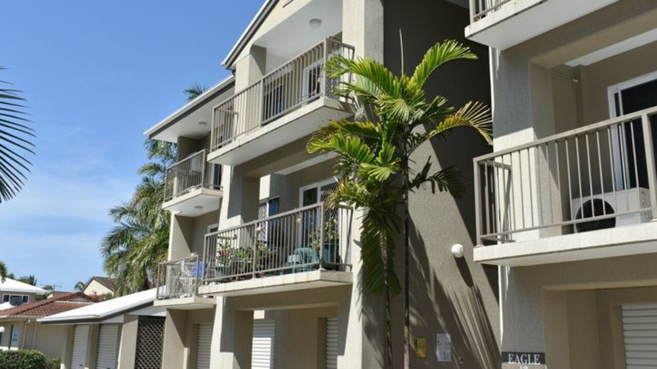 A resort style unit at 5/11 Bridge Road, East Mackay is in a convenient location.