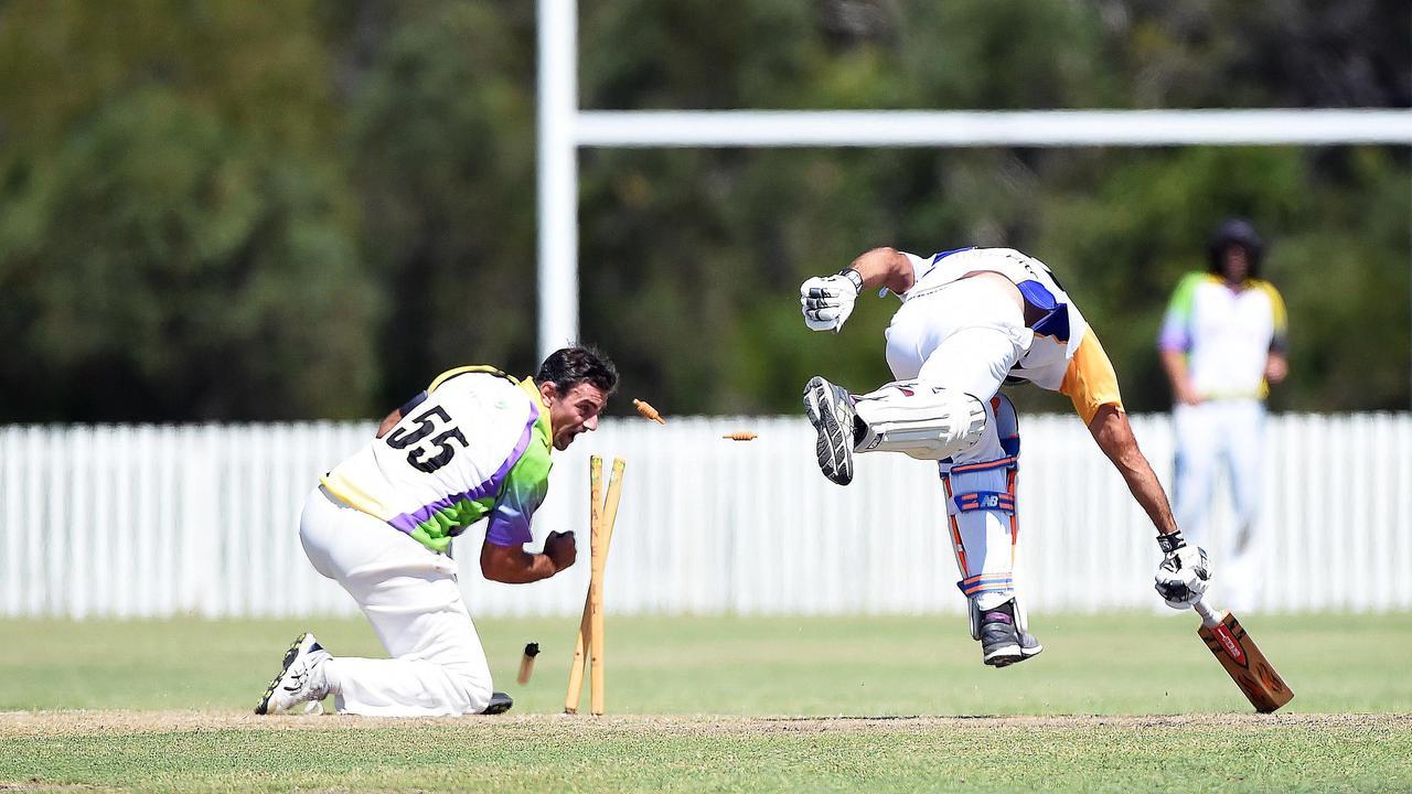 A Grade Cricket – Cavaliers (Fielding) v Bushrangers (Batting) – John Kosmitis attempts knocks the bails off in an attempted run-out.