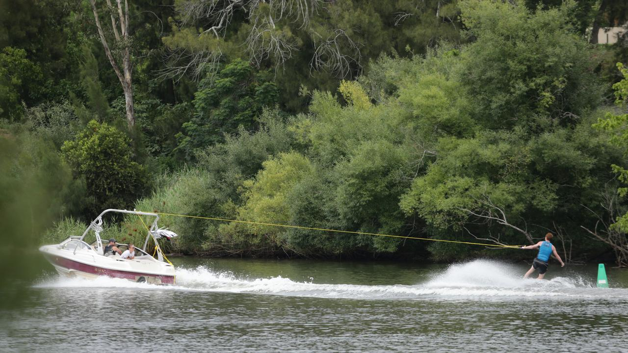 A man has fallen off his water skis at Lake Awoonga this morning. Pictured: Waterskiing at Nepean River near Penrith. Photo: Bob Barker.