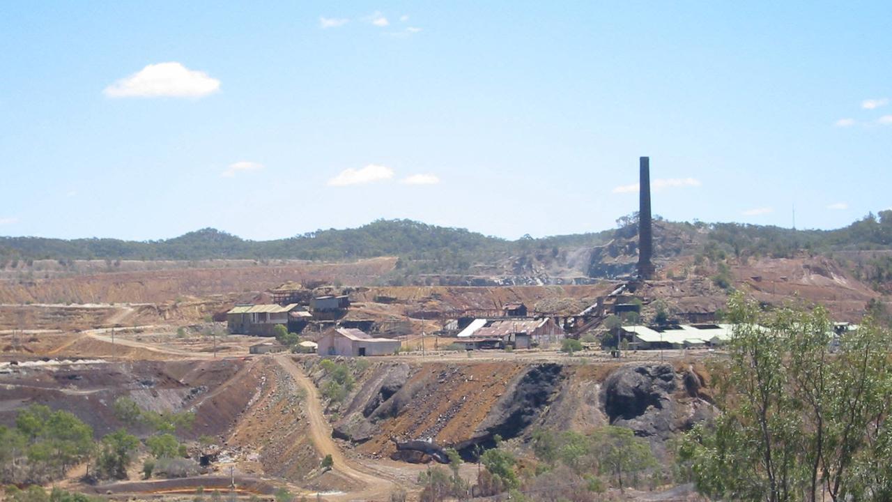 Oct 2004 Mount Morgan - mine site. picjohn/wright travel qld industry mining