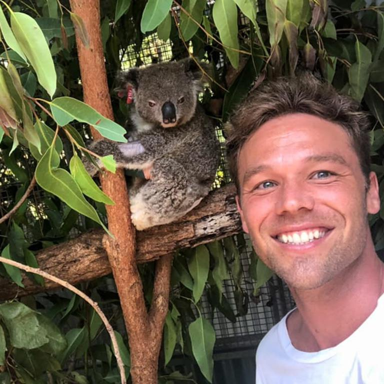 Lewis snaps a selfie with one of the patients. Picture: Currumbin Wildlife Hospital/Facebook