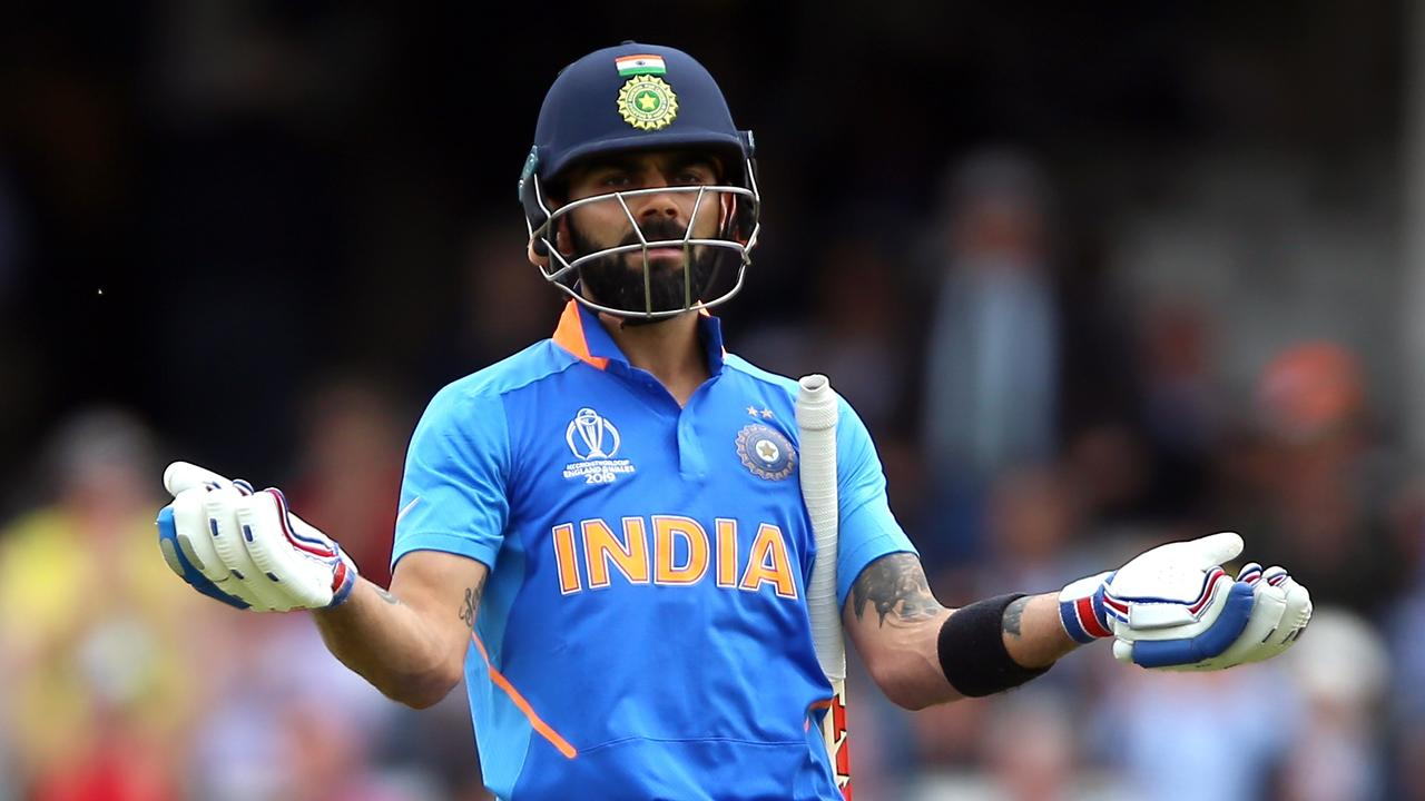 Virat Kohli gestures to fans to stop booing Steve Smith. Picture: Getty Images