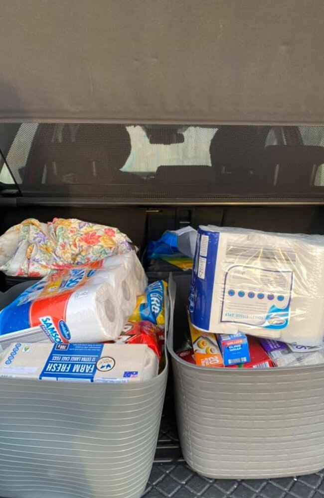 The woman then simply lifts the packed boxes straight into her car. Picture: Facebook/Aldi Mums
