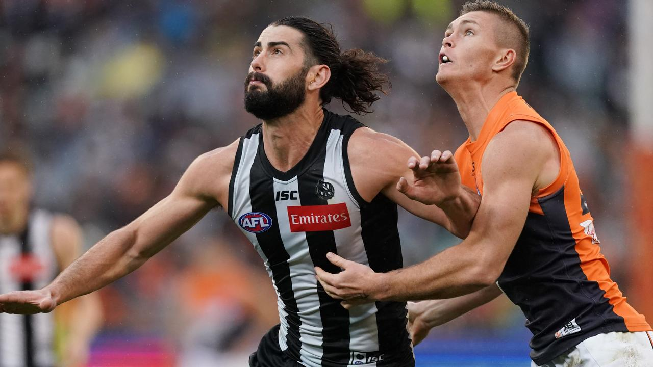 Brodie Grundy of the Magpies competes for the ball against Jacob Hopper of the Giants during the Second Preliminary Final match between the Collingwood Magpies and the GWS Giants during in Week 3 of the AFL Finals Series at the MCG in Melbourne, Saturday, September 21, 2019. (AAP Image/Michael Dodge) NO ARCHIVING, EDITORIAL USE ONLY