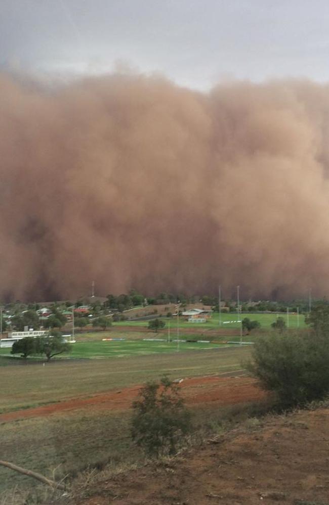 Social media images show a huge dust storm rolling towards Parkes. Picture: Instagram