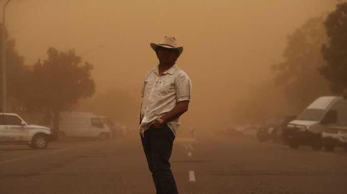 'Apocalyptic scenes': Massive dust storm hits Tamworth