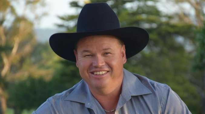 Bush balladeer wins QLD award for eighth time