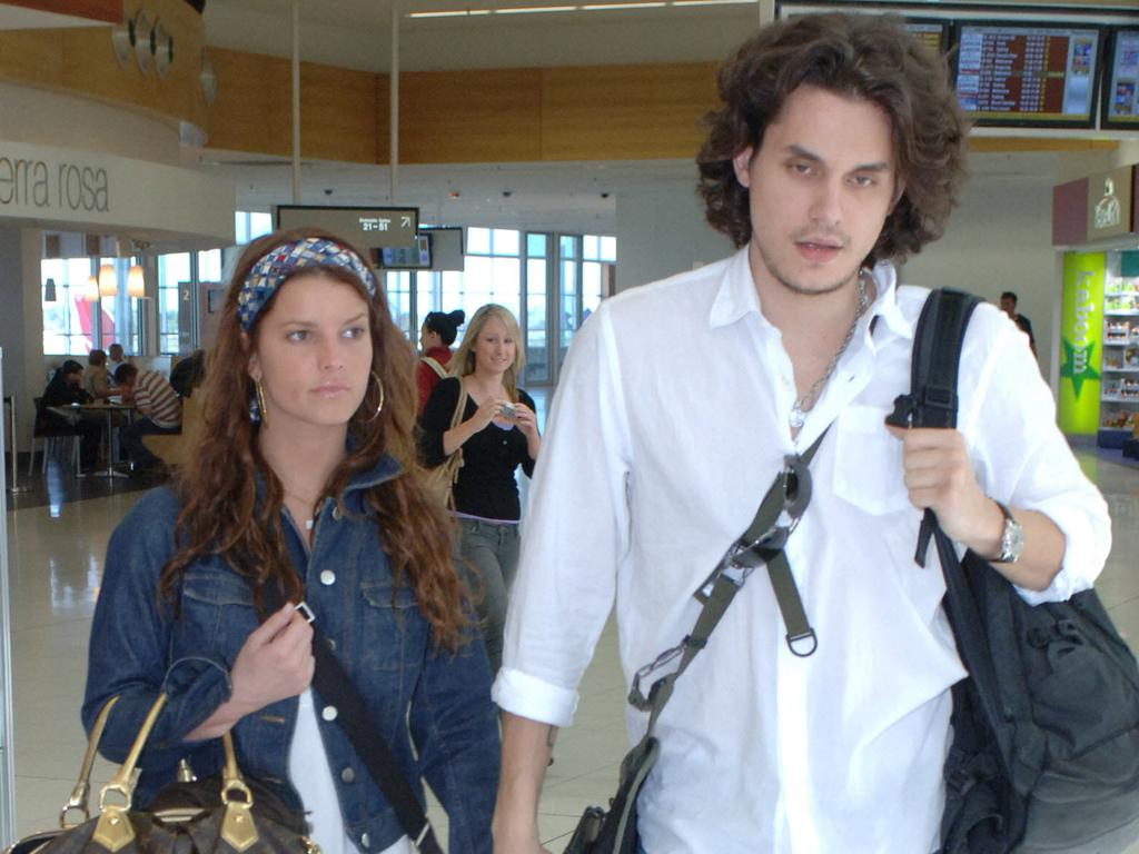 John Mayer with Jessica Simpson at Adelaide Airport in 2007.