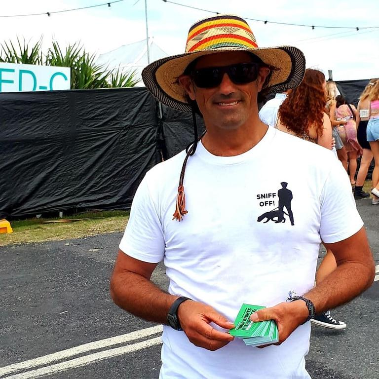 Jonathan Cassell from the Coffs Harbour Greens spoke with festival-goers and distributed cards detailing their rights with police.