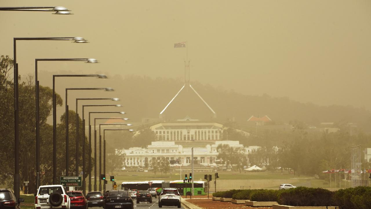 Parliament House blanketed by bushfire smoke. Picture: Mark Evans/Getty Images