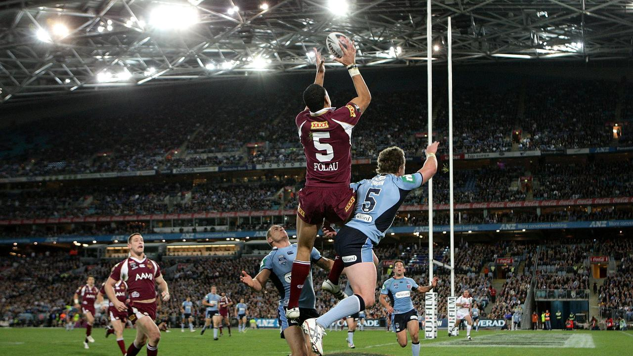Israel Folau scoring one of the best State of Origin tries for the Maroons in 2008. Picture: Getty Images.