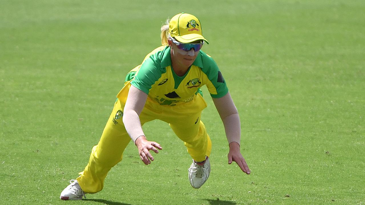 Australia's Delissa Kimmince stops a boundary during the T20 Women's International Cricket match between Australia and England at Manuka Oval in Canberra. Photo: AAP Image/Mick Tsikas