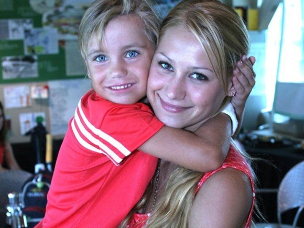 A young Kenin embracing Anna Kournikova.