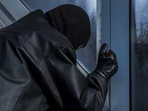 Neighbour catches robbers in the act
