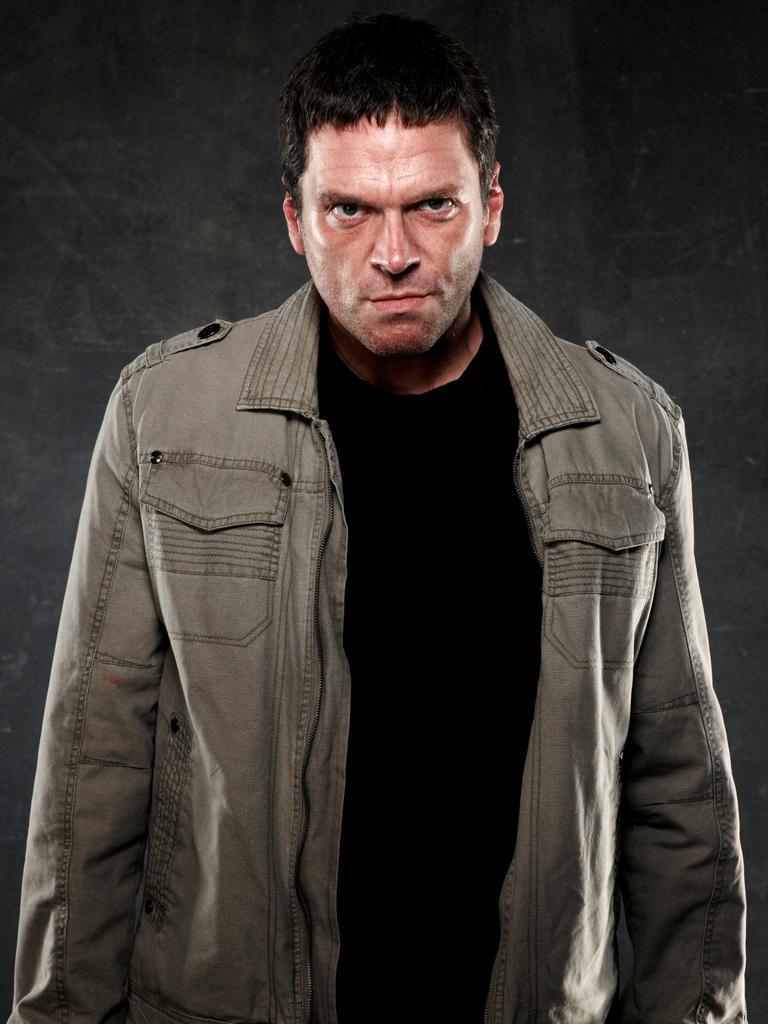 Tart played killer Andrew Perish in Underbelly Badness.